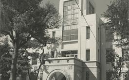 旧1号館(屋上に注目)