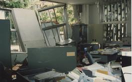 大学内の事務室