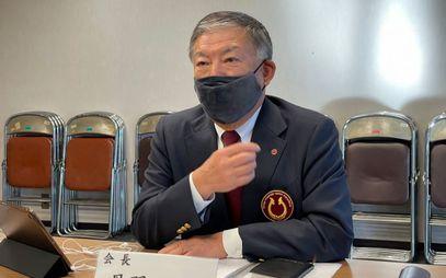 挨拶する丹羽一郎会長