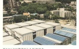 グラウンドに建設された仮設校舎(阪神・淡路大震災後)